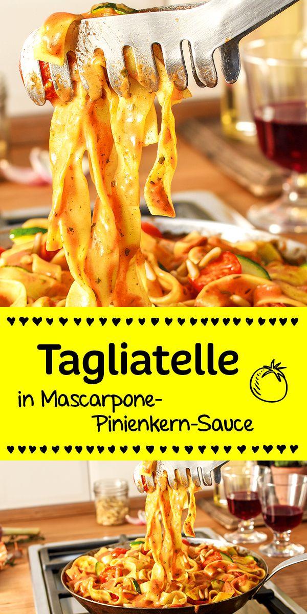Tagliatelle, Zucchini und Tomaten in einer wunderbar cremigen   Mascarpone-Sauce. Getoppt wird das ganze durch die nussigen Pinienkerne.