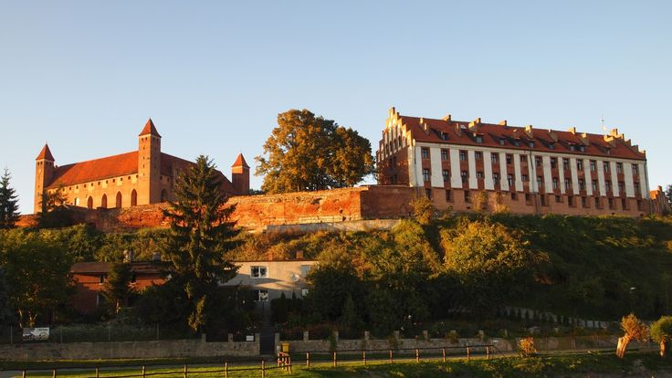1920x1080 High Resolution Wallpaper = gniew castle