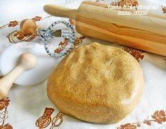 Fragrante e leggera la pasta frolla integrale senza burro con zucchero di canna è ideale per tutta la pasticceria secca come biscotti, crostate.