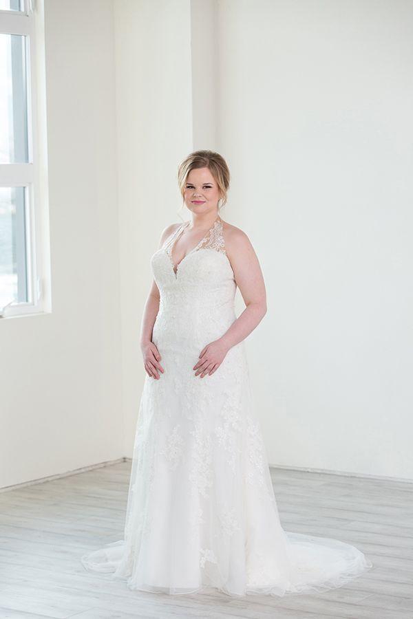 Plus Size Halter Neck Wedding Dress Sparkly Lace Appliques Open