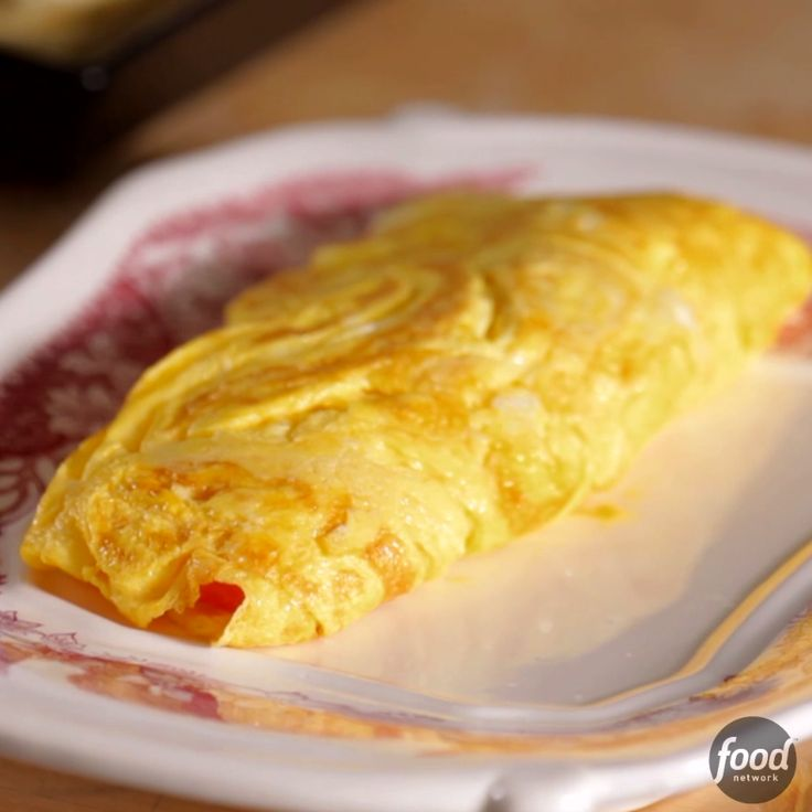 In just a few easy steps, learn how to make the perfect omlete.