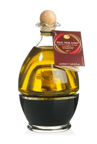 Waar twee mooie flessen samen één prachtig geheel vormen…Geweldig om cadeau te geven en een aanwinst in de keuken! Met Italiaanse extra vierge olijfolie en balsamicoazijn van Modena IGP.