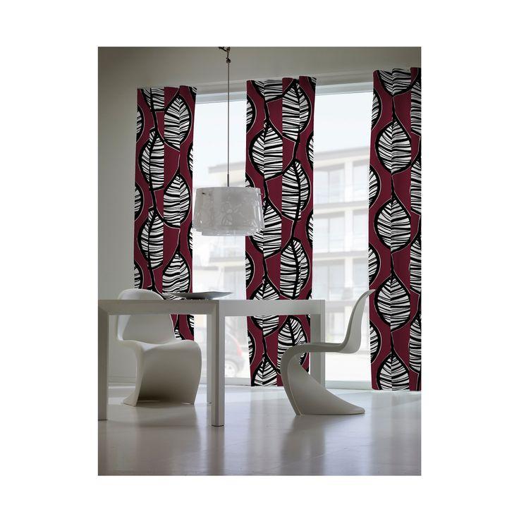 Set de 2 cortinas Hojas Grandes color rojo 2 Cortinas confeccionadas con ollaos. Diseño de hojas tropicales sobre fondo rojo. Compra Cortinas online en Kusbe