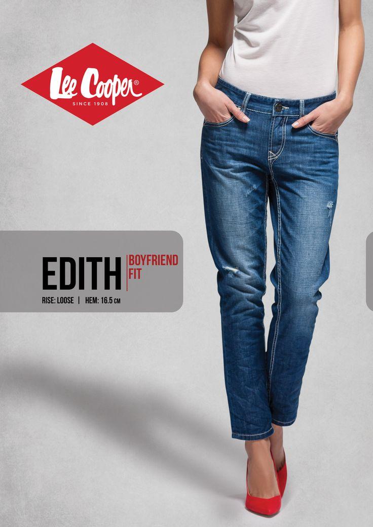 Stylist's tip Cu jeansi boyfriend cum este modelul Edith, poti purta orice tip de incaltaminte. Singura modificare tine de cat rasucesti mansetele. Cu cat tocul pantofilor e mai jos (balerini, tenisi, pantofi Oxford), cu atat manseta se ridica mai mult deasupra gleznei. La tocuri inalte, poti pastra tivul chiar deasupra gleznei.