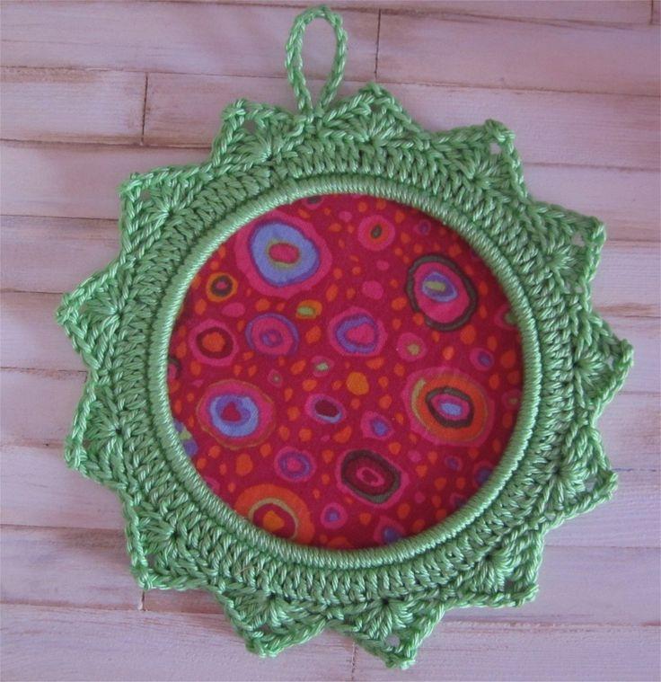 Petit cadre vert pomme avec bordure au crochet : Décorations murales par atelier-crochet