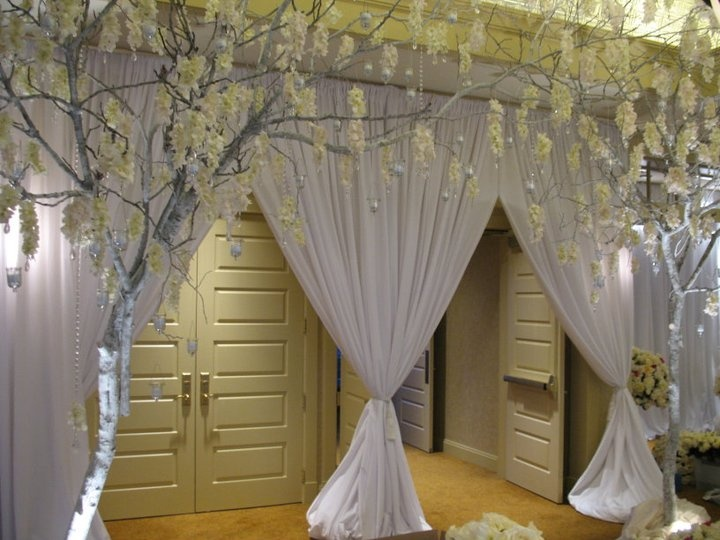 Create A Grand Entrance Into Your Wedding Reception Using Pipe And