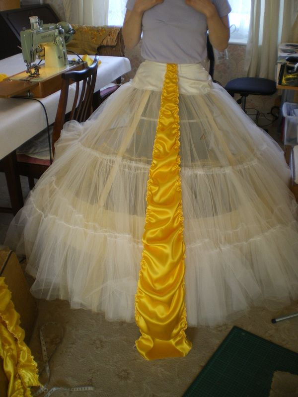Belle's Broadway dress One of the best tutorials I've seen so far.