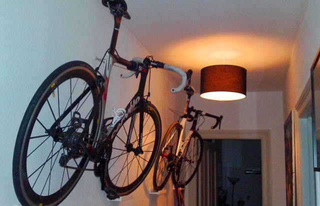 Lousy Legs - der Rennrad-Blog   Faszination Radsport: Mit IKEA das Rennrad an der Wand aufhängen: Eine schicke Rennrad-Wand-Halterung Marke Eigenbau.