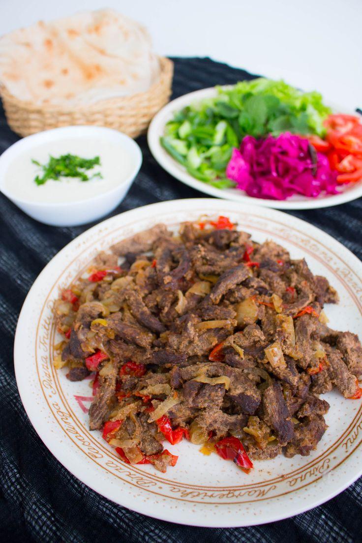 Shawarma är en blandning mellan kebab och pulled beef. Det är så gott att det nästan är för gott! Det finns en precis likadan variant med kyckling, recept hittar du HÄR! Köttet ska marineras i flera timmar för absolut godast smak och konsistens. Det serveras i en rulle som kebab tillsammans med tarator (kebabsås gjord på tahini) och grönsaker. Mmmm… 6 portioner Shawarma 1 kg nötkött, tex fransyska eller högrev Marinad: 2 dl turkisk yoghurt 0,5 dl ketchup 0,5 dl olivolja 3 st pressade vit...