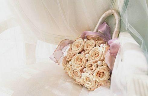floreale per la sposa, sembra quasi un bouquet!