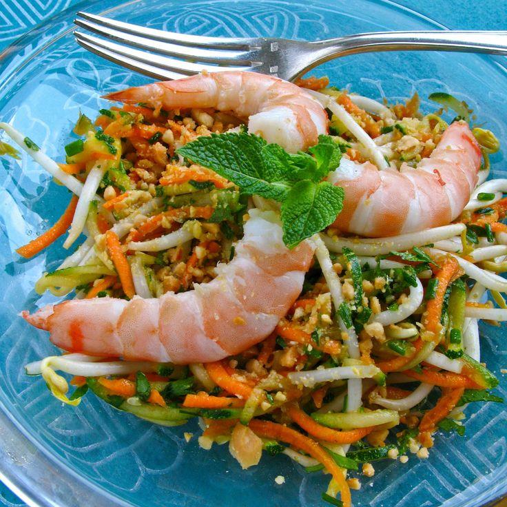 Découvrez la recette Salade vietnamienne sur cuisineactuelle.fr.
