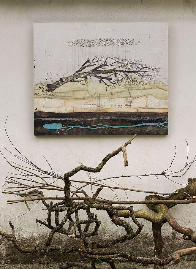 Denis Riva - Trasloco, 2015 - Acrilico, lievito madre e carta su tela - 120 x 100 cm - photo Giovanni Da Broi