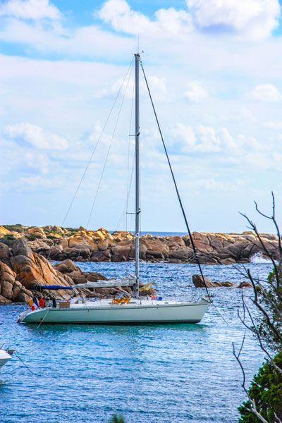 Voilier Luckystar pour croisière en Corse avec skipper. http://www.voilier-luckystar.com/location-voilier-croisiere-mediterranee/