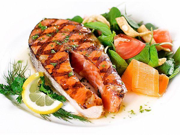 Želite jesti, kolikor želite in pri tem izboljšati svoje zdravje in še hujšati zraven? Čeprav se sliši neverjetno, pa je z metodo LCHF (Low Carb, High Fat - manj ogljikovih hidratov, več maščobe) to mogoče.
