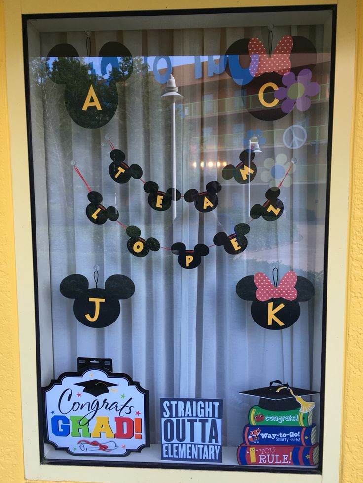 Pop Century Resort window decorations. WDW. DISNEYWORLD window decor  #WDW #disney #DISNEYWORLD #popcentury