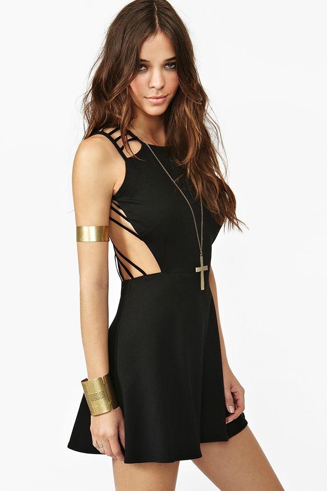 vestido negro con escote en la espalda #sexy #black #dress #beautiful
