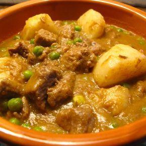 Ecco la ricetta dello spezzatino con patate e piselli, da cucinare in modo facile e veloce con i consigli sulla preparazione e il tempo di cottura.