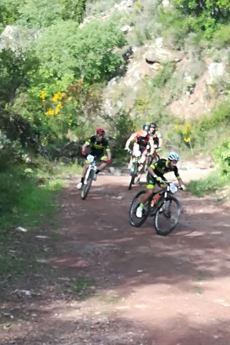 Ciclismo  de montaña en Espadan. Camino rural del Oret. Eslida