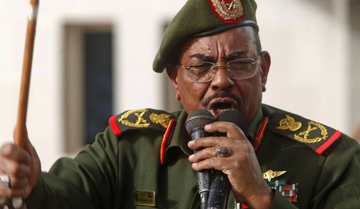Photo: Sudanese President Omar Hassan al-Bashir addresses supporters after receiving victory greetings at the Defence Ministry, in Khartoum April 20, 2012. REUTERS/ Mohamed Nureldin Abdallah