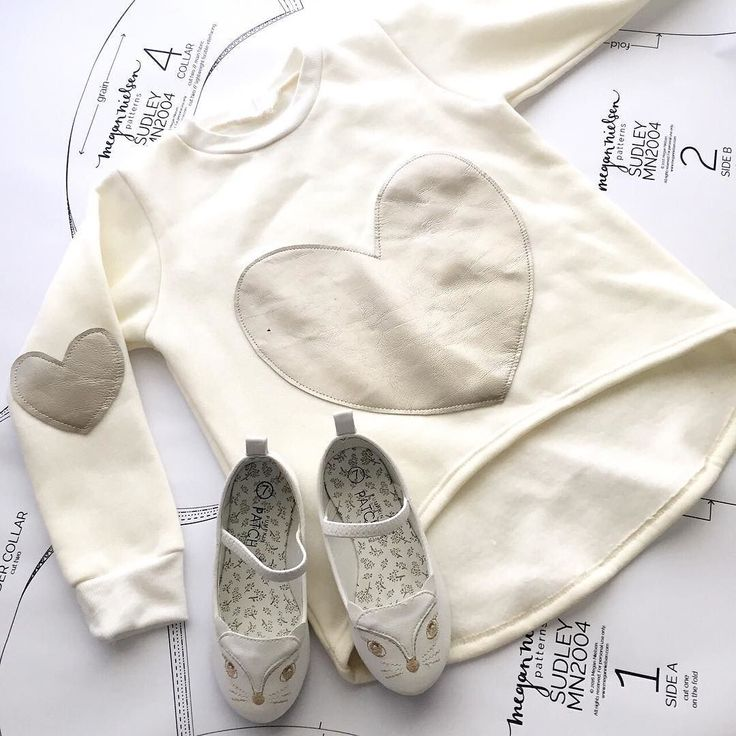 I am aware that adding white and cream pieces to my two year olds wardrobe probably makes me a complete fool // and yet here I am unable to resist a creamy white briar sweater with gold leather hearts and kitty shoes  #illneverlearn #MNminibriar #megannielsenpatterns by megannielsenpatterns
