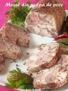 Mezel din pulpa de porc un aperitiv rece potrivit pentru masa de sarbatori.