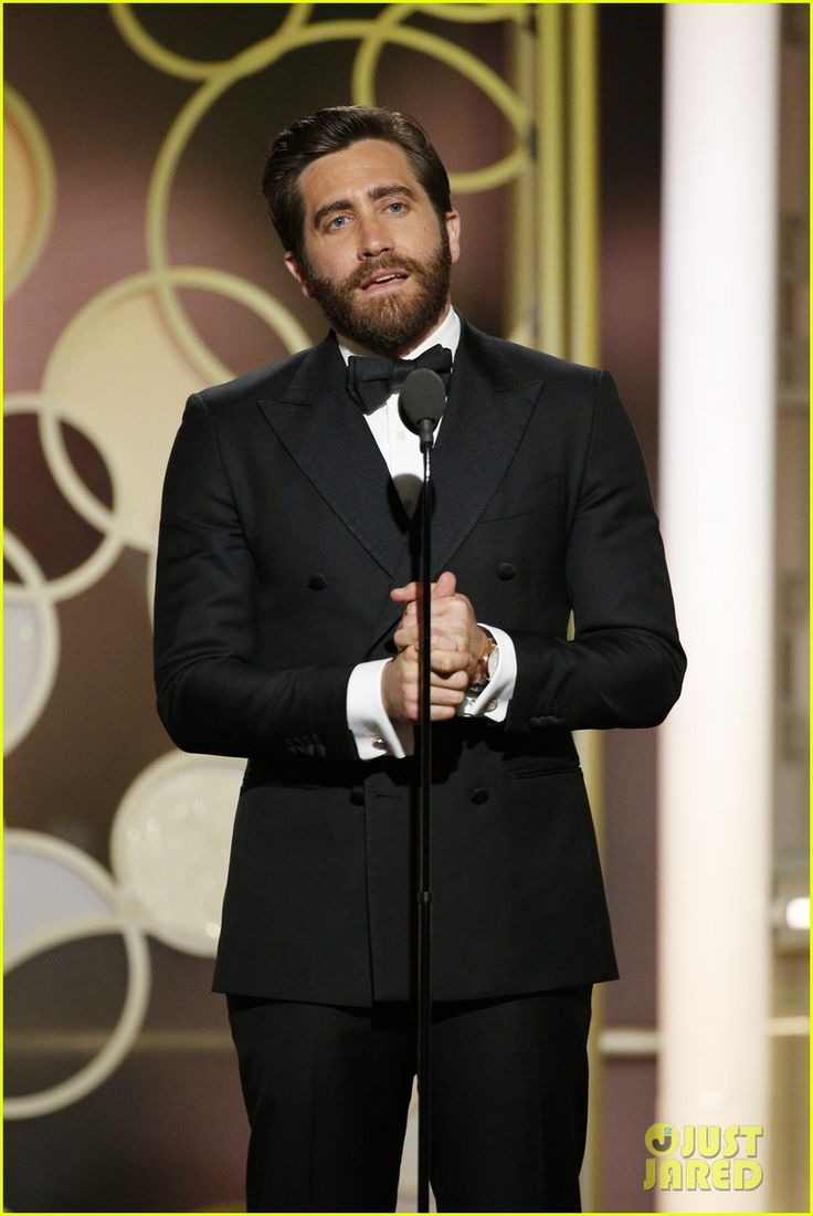 jake gyllenhaal golden globes 2017 - photo #6