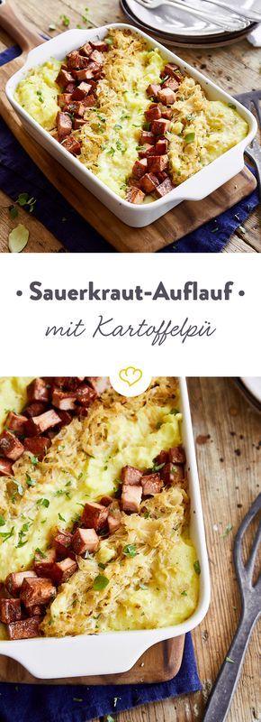 Hier kommt zusammen, was zusammen gehört: Sauerkraut, Kartoffelpü und Leberkäse, sanft bedeckt von einer milden Senf-Sahne-Sauce - ein zeitloser Klassiker.