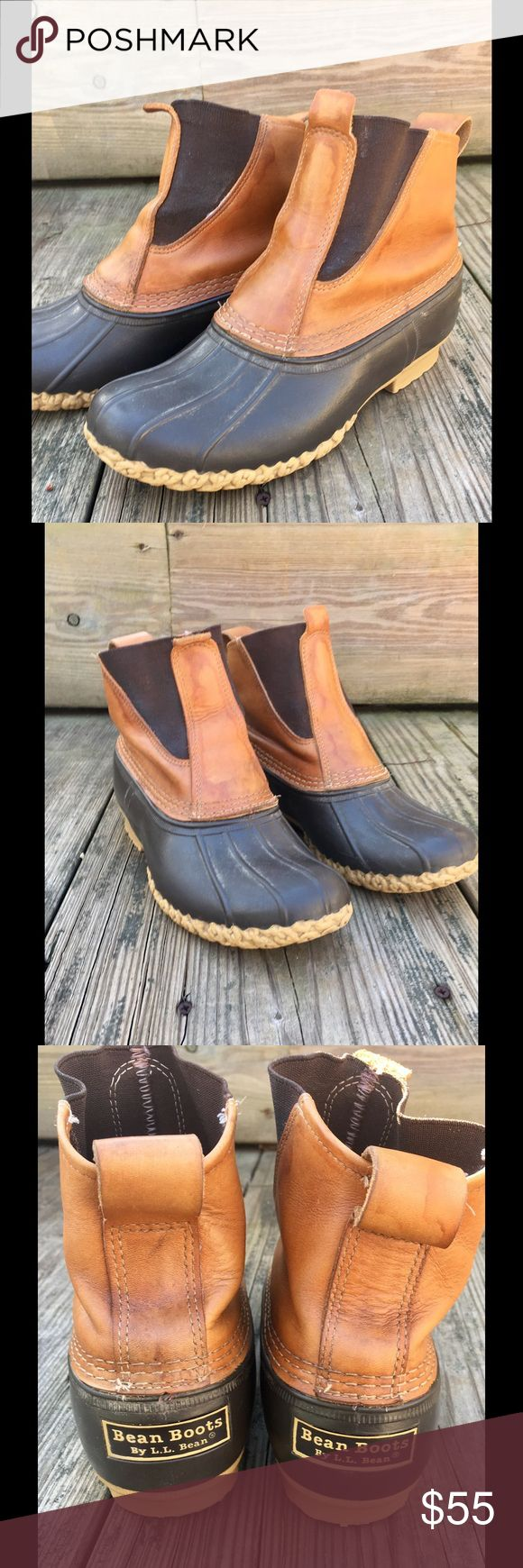 "Women's LLBean elastic duck boots size 9 medium LL Bean Tan Leather Pull Up Lounger Duck Boot.  Women's size 9 Medium.  7 "" tall.  Also fit Men's size 7. Boot has no laces, just pulls up. Easy on and easy off. Elastic panels on side allow you to slide foot in quickly.  It is in great condition.  The sole is great shape and the leather has some spotting due to water.  The tanned leather is supple and the rubber bottom is sound and waterproof.  Boot, heel to toe, approx11.0 "" width,approx…"