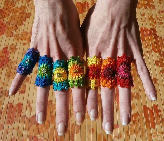 How cool are these Rainbow #Crochet Mandala Rings? Show your wild side this summer.