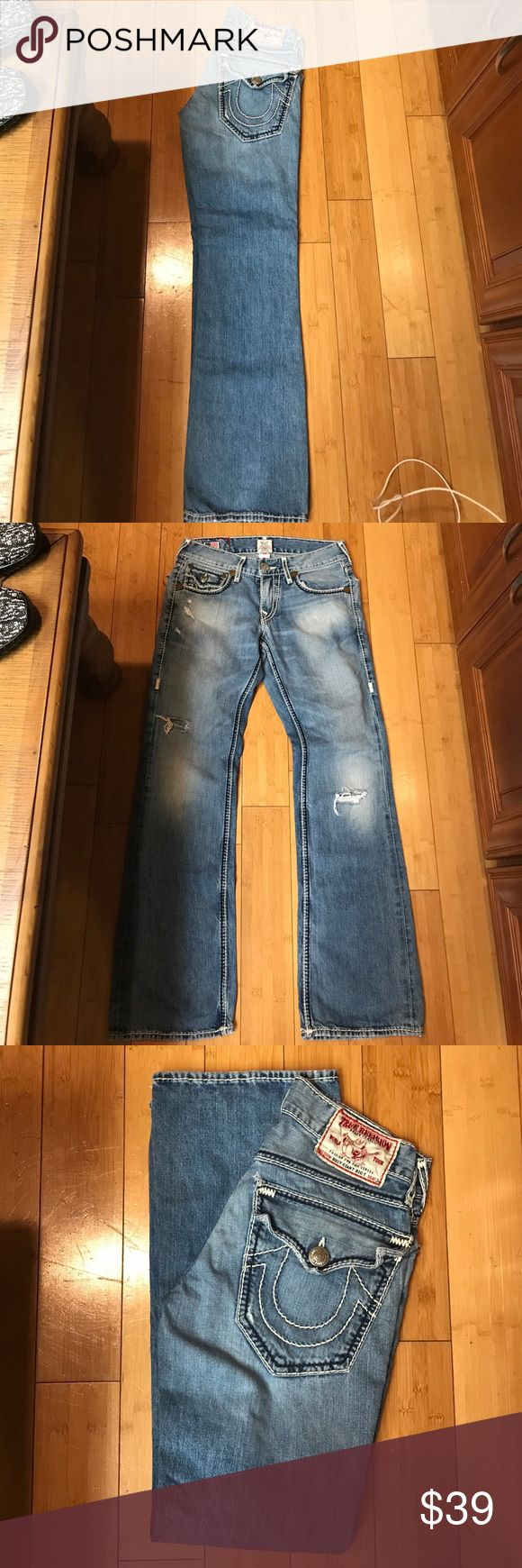 Men's True Religion Billy Giant Big T size 28 Men's True Religion Giant Big T seat 34 jeans are a size 28 these are in great condition hardly worn. Please make me an offer, follow my closet, share and like my closet thank you so much! These can be cut nicely into shorty shorts for girls and or cut into men's shorts like board shorts or be really creative and make into a denim Handbag. Thanks!! True Religion Jeans Bootcut