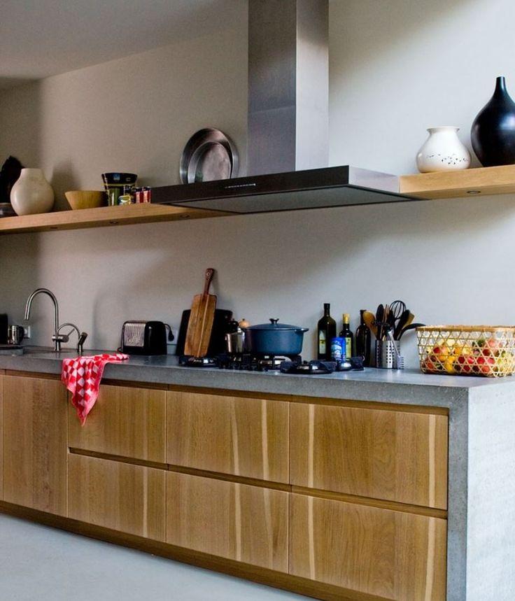 Voor een herenhuis in Rotterdam heeft onze klant hun eigen wensen in alle opzichten zelf ingevuld. Warm industrieel!!! Massief eiken houten fronten met betonnen aanrechtblad en Pitt Cooking kookplaat - The Living Kitchen by Paul van de Kooi