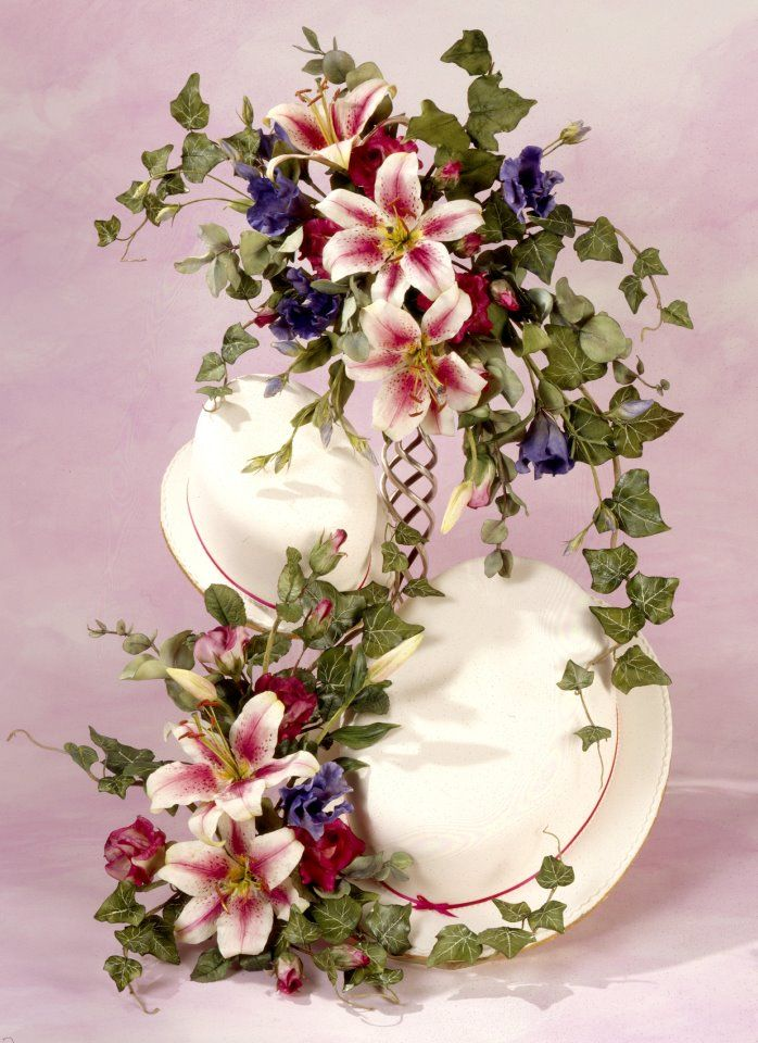 amazing wedding cakes with flowers the work of alan dunn those lilies look so real 10736