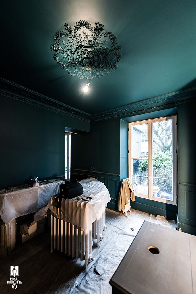 Ridiculously good deep marine blue walls // Work in progress / Maison Fontainebleau