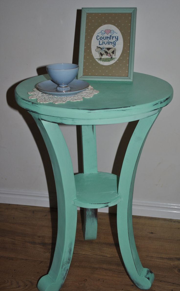 Beautiful fresh mint green side table/ coffee table. The magnificent pop of colour will add depth to any room. Comment or message to make an inquiry or purchase.