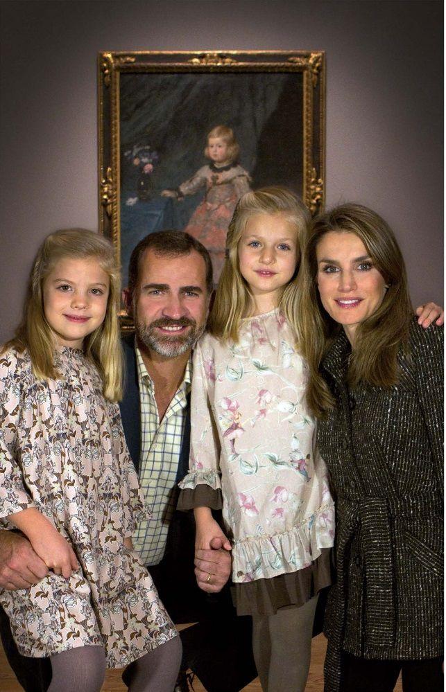 Spanish Royal Family Christmas cards 2013 - (L-R) Infanta Sofia, Crown Prince Felipe, Infanta Leonor and Crown Princess Letizia