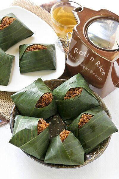 Pulut Inti is a traditional Malaysian dessert of steamed glutinous rice with a sweet coconut topping. They are usually wrapped in banana leaves.| Food to gladden the heart at RotiNRice.com #RotiNRice