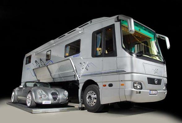 Ce camping car est immense et vu de l 39 int rieur on se for Interieur camping car