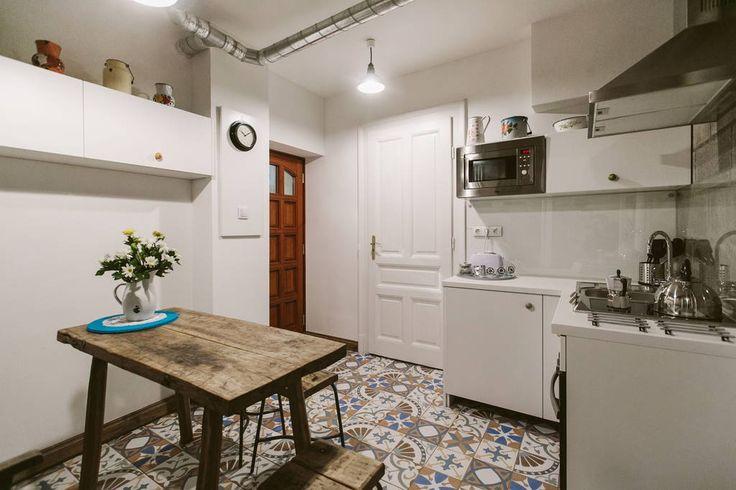 Échale un vistazo a este increíble alojamiento de Airbnb: The Double Vintage&HandCrafted - Departamentos en alquiler en Budapest