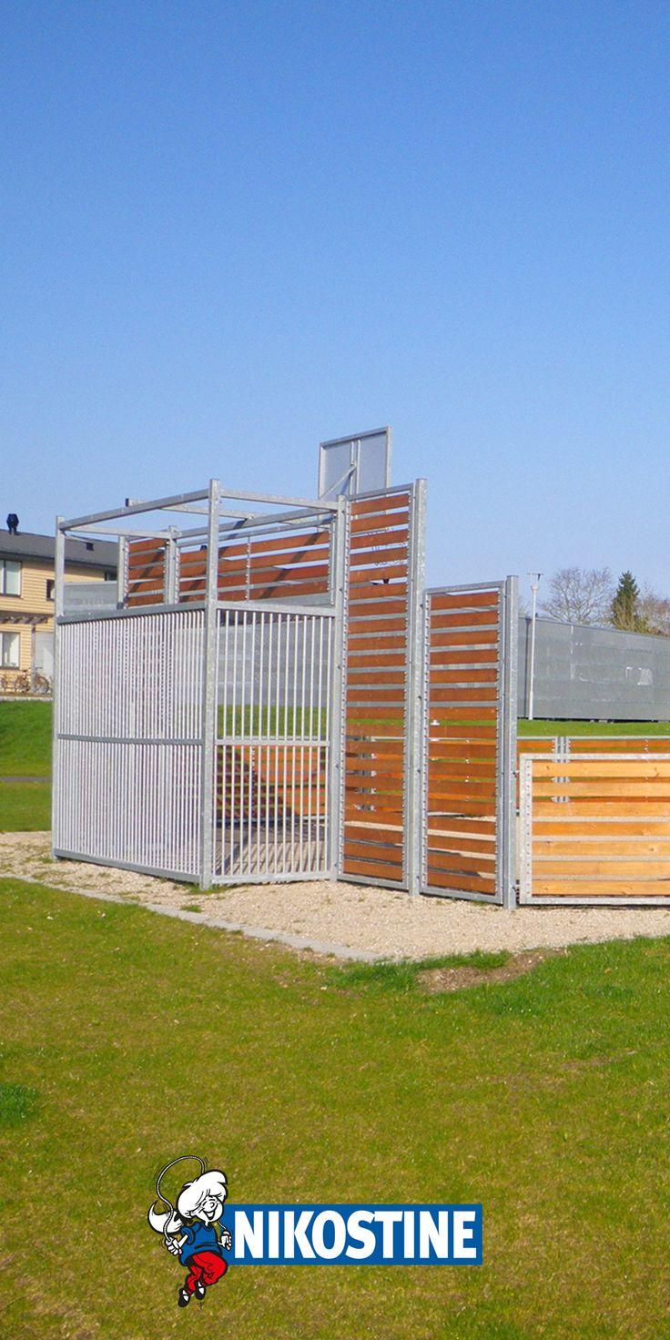 Billede fra Boligselskabet Sct. Jørgens fem boligblokke på Østervang i Rødkærsbro (Viborg), hvor Nikostine, i samarbejde med KPF Arkitekter, har stået for renovering af udendørs arealer, samt opsætning af nye legeredskaber, på flere forskellige legepladser og fælles arealer i området… #Nikostine #NikostineDK #legeplads #Legepladsfornyelse #legepladsrenovering #NyLegeplads #Legeredskaber #Boligforening #Grundejerforening #Foreningsliv #Foreninger