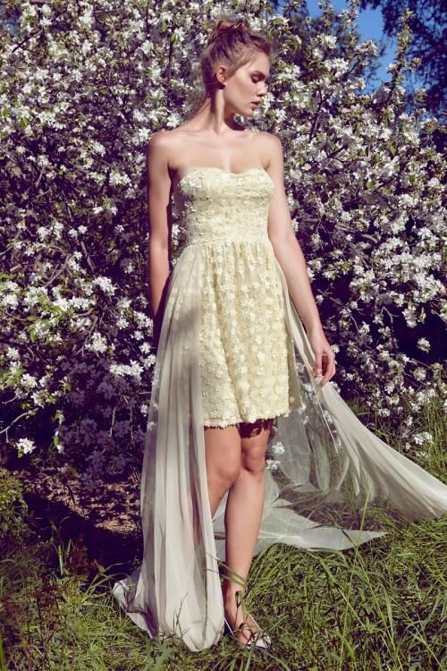 Sarı Çiçekli Straplez Tül Elbise - Fotoğraf