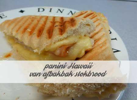 panini Hawaii gemaakt van afbak stokbrood, handig als je geen echte panini broodjes kunt vinden