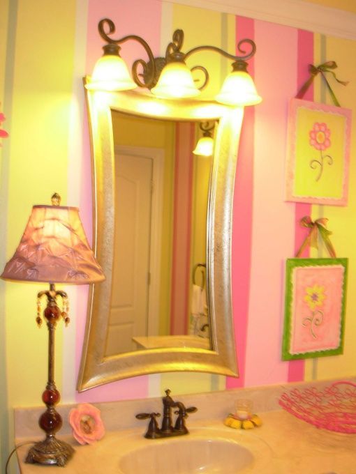 Love the mirror!Young Tween Girls Room, Billion Dollar, Awesome Ideas, Tween Bathroom, Kaka Bathroom, Pink And Yellow Girl Bathroom, Lights Ideas, Bathroom Decor, Girls Bathroom