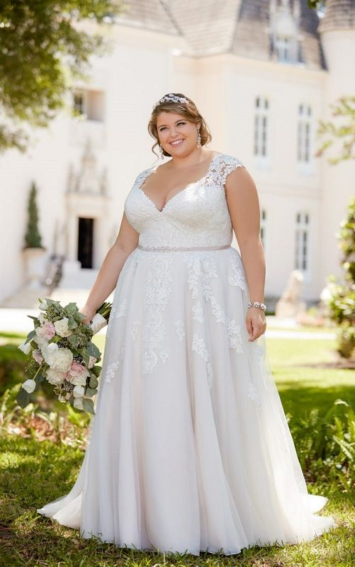 Pin by Liz Souza on vestido   Wedding dresses plus size, Stella york wedding dress, Plus wedding dresses