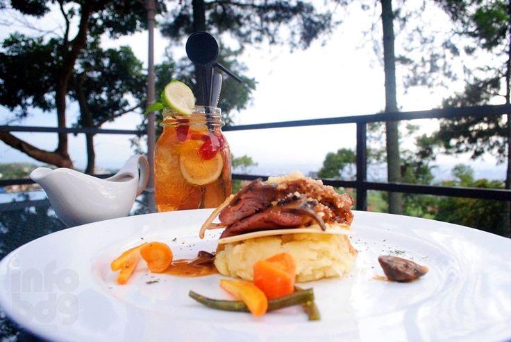 TATIA Cafe Dengan City View Bandung
