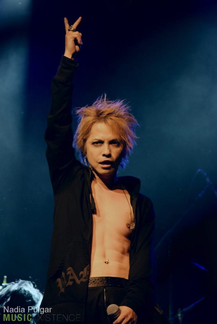 Credits: MUSICEXISTENCE http://musicexistence.com/blog/2016/11/28/show-review-and-gallery-vamps-at-irving-plaza-in-nyc-on-november-13-2016/ #hyde #hidetotakarai #takarai #hydetakarai #larcenciel #vamps #ラルクアンシエル #彩虹樂團 #2016