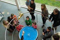 Museo de la ciencia y planetario  San Sebastian Horarios y tarofas: http://www.eurekamuseoa.es/es/home/informacion-practica/horarios-tarifas Cómo llegar: https://www.google.com/maps?ll=43.290514,-1.984326&z=14&t=h&hl=es&gl=US&mapclient=embed&cid=12377035647748095476