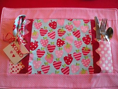 place mat with utensil pocket