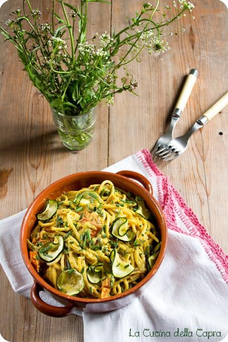 spaghetti curry e zucchine