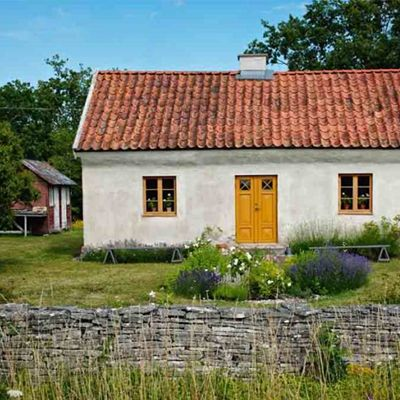 Swedish Summer House ♥ Лятна къща в Швеция | 79 Ideas. Yellow door for front entrance?