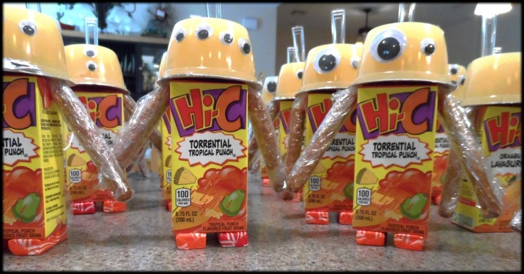 Robot juice box snack. These were a hit in our kindergarten class! www.thejoysofboys.com